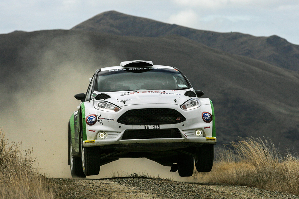 Brendon Reeves and Rhianon Gelsomino take 'the jump' on Shag Valley Back Road SS14, Rally Otago 2019